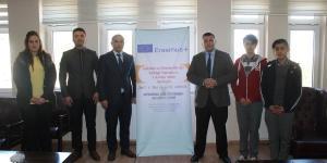 """""""İstihdam ve Girişimcilik İçin İşbirliği Yapmalıyız, 3 Avrupa Adımı Atmalıyız"""" isimli AB Erasmus + projesinin okul idareci, öğretmen ve öğrencilerin ziyaretiyle Kaymakamımız Kudret KURNAZ' a tanıtım faaliyetlerinde bulundular."""
