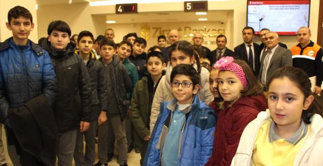 Amasyalı Öğrencilerden Yemenli Çocuklar İçin Bankada Yardım Kuyruğu